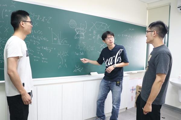 張泰榕與學生