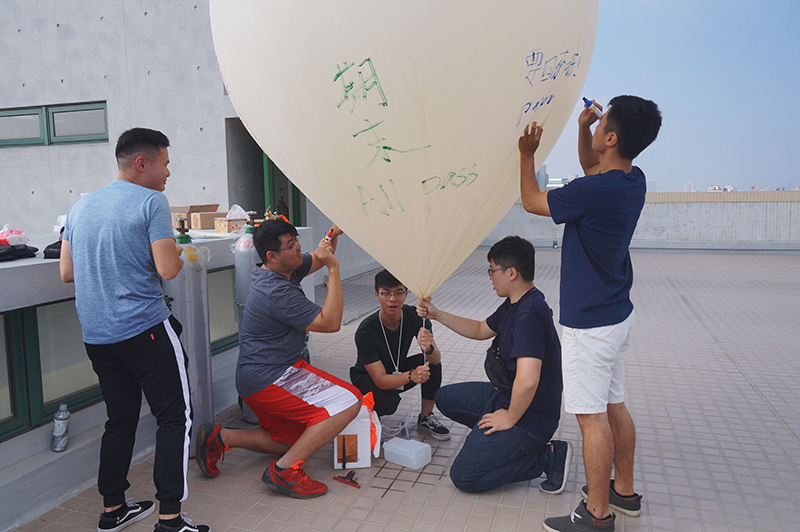 NCKU Launches Weather Balloon to Gauge Air Pollution